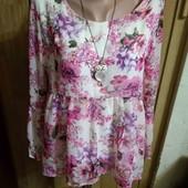 Очень красивая шикарная двойная блузочка с удлиненной спинкой м размера.