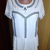 Красивая блузочка с вышивкой 38/12 размера.