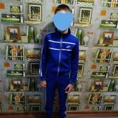 Спортивний костюм на худенького хлопчика.