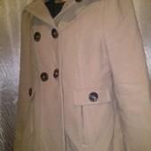 ***Много лотов!!!* Фирменное пальто F&F песочного цвета.Оригинал. с логотипами. 14 размер