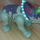 Большой динозавр на батарейках