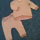 Спорт костюмчик лонгслив+штанишки 6-9 месяцев