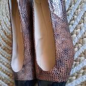 Туфли из натуральной кожи на невысоком каблуке 25 см. Без следов носки