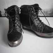 Фирменные утепленные ботинки на скрытой танкетке, размер 36, стелька до 22 см