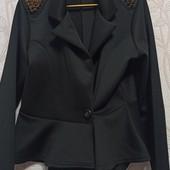 Пиджак с пелериной и шипами
