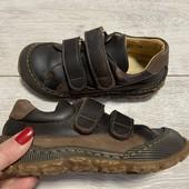 Полностью кожаные кроссовки 28 размер стелька 18,5 см.