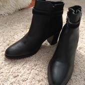 Ботиночки черные,нат.кожа,со вставками нат.замша,аккуратные,размер40,ст26смудобный каблучок