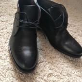 Ботинки мужские,черные,натуральная кожа,43 размер,длина стельки 28,5,очень удобный небольшой каблучо