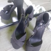 Суперские босоножки под замш на устойчивом удобном каблуке