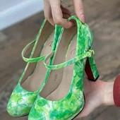 Стильные женские туфли на каблуке. цвет зелёный.