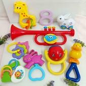 Пластмассовые игрушки для малышей одним лотом