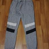 Теплі спортивні штани на 9-10 років в ідеалі